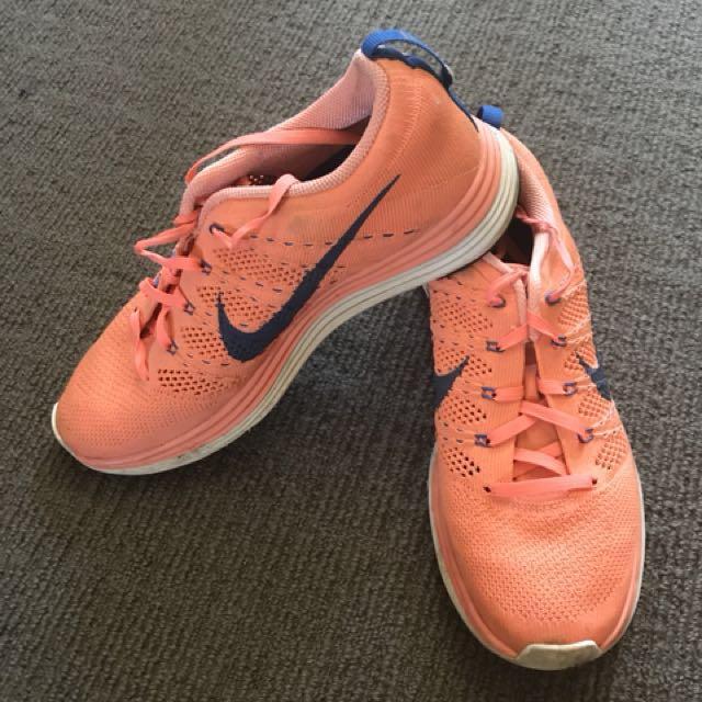 Nike womens runners size US 9