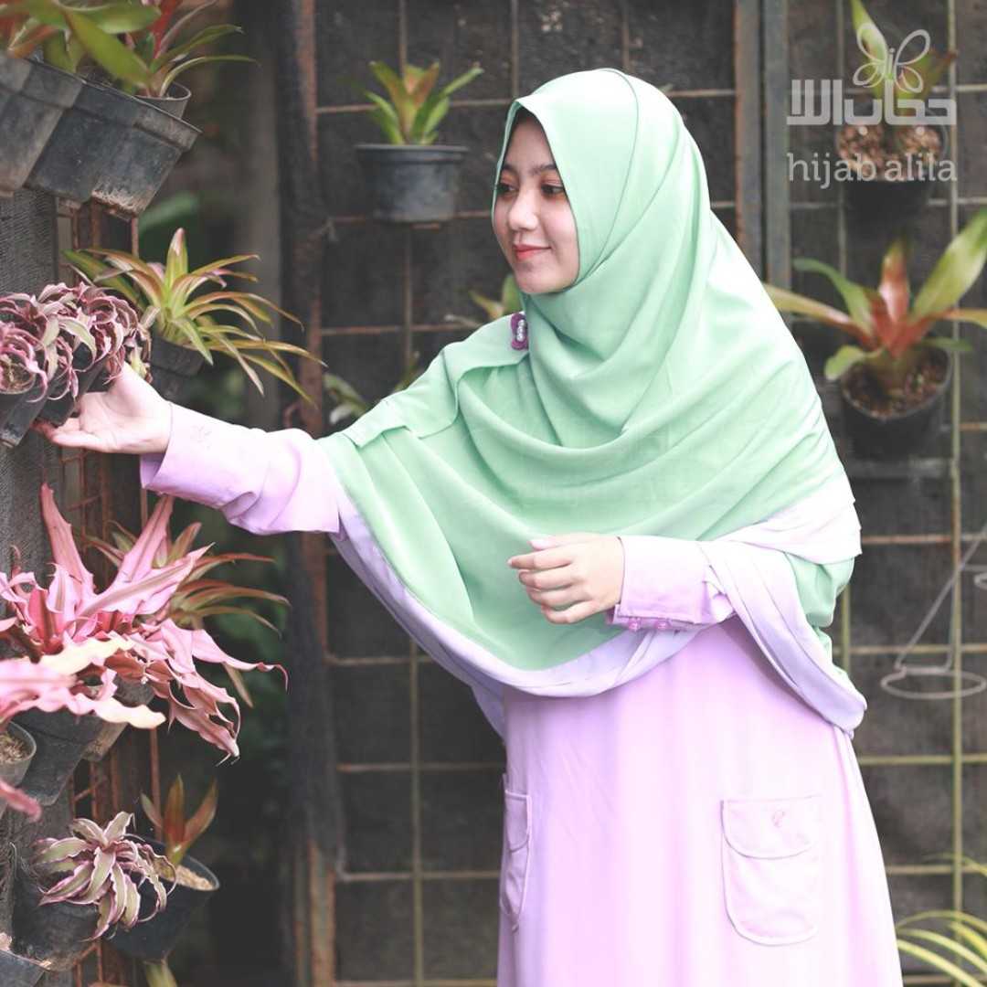 PRELOVED Gamis Premium Violet Hijab Alila Bahan High Soft Nyaman digunakan