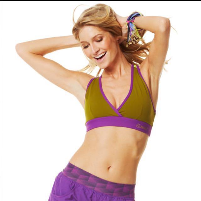 19cba25f6280b (Price Down) Zumba V-bra Size S, Women's Fashion on Carousell