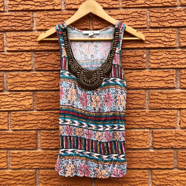 Printed top with wooden details