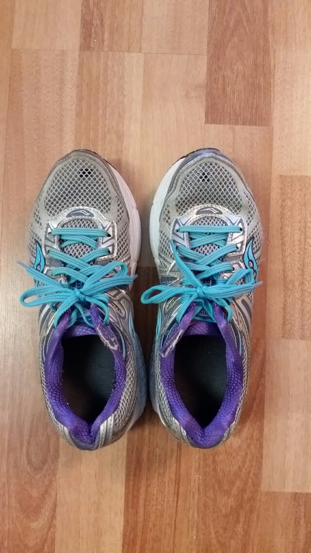 Saucony running shoes size 6