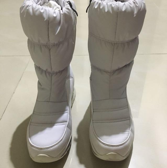 Sepatu untuk musim dingin