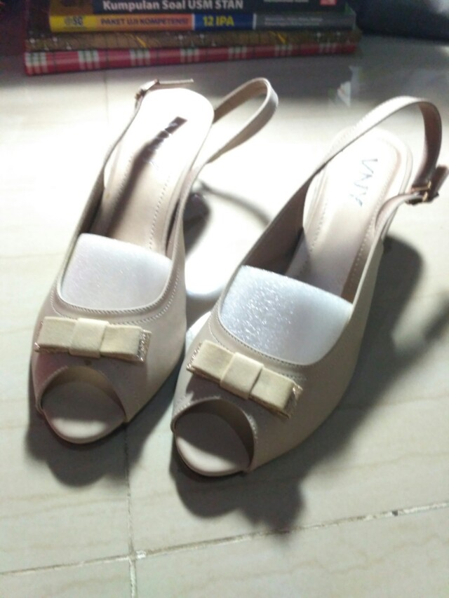 SALE!! VNY SHOES