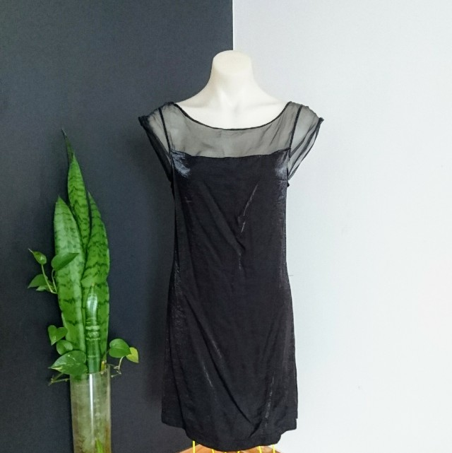 Women's size M (10-12)  Gorgeous Black cocktail shift dress,  Sheer neckline - AS NEW