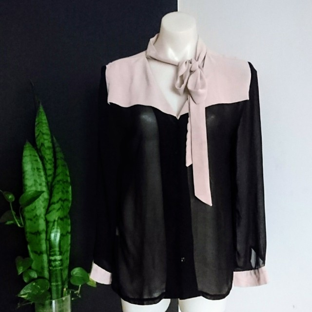 Women's size S (8-12) 'STRAWBERRY'  Stunning black and nude blouse bow-tie shirt - AS NEW