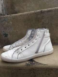Sepatu High Pria Bershka