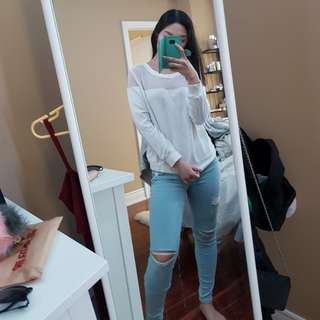 M H&M white sweatshirt