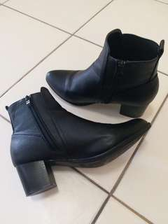 *GREAT condition* heeled boots