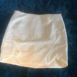 White mini skirt from Lippy