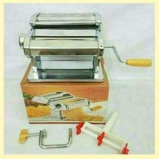 Pembuatan pasta mie