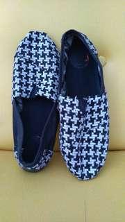 Dijual sepatu cowok merk Wakai