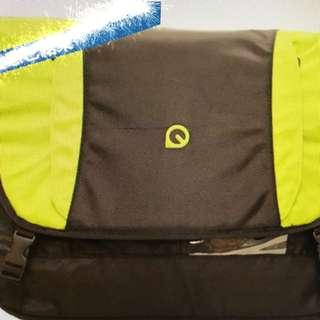 PAQ 15.4吋 綠色斜揹電腦袋