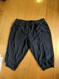 Size 18 workout 3/4 pants with pockets