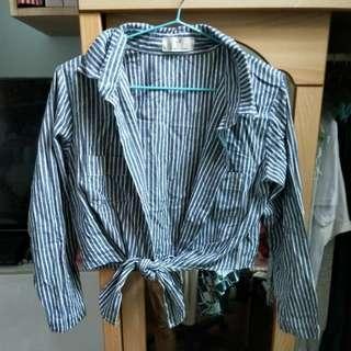 🚚 灰色條紋上衣可當小罩衫或襯衫
