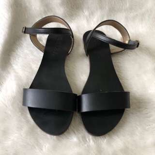 RESERVED Criza Black Flat Shoes