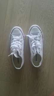 NEW White Converse Chucks (Low top)