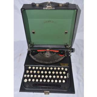 VINTAGE ANTIQUE REMINGTON PORTABLE USA MECHANICAL TYPEWRITER