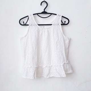 WHITE TOP WITH CUTOUT