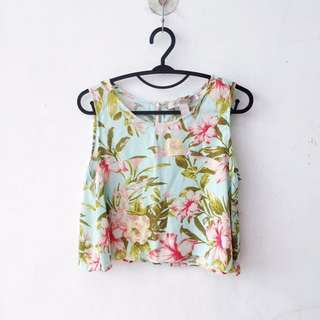 FOREVER 21 TROPICAL FLORAL CROP SLEEVELESS TOP