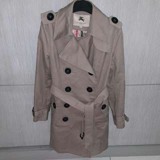 🚚 Burberry trench coat size XL