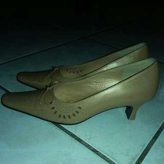 女鞋    尺碼36