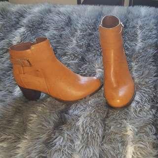 NOVO tan short boots Size 9