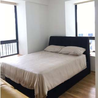Studio Unit at Illuminair ( 5mis walk to Somerset MRT Station!)