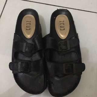 Zeus sandal
