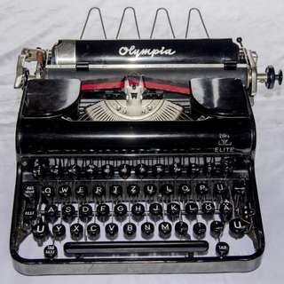 ANTIQUE VINTAGE OLYMPIA ELITE GERMANY MECHANICAL TYPEWRITER
