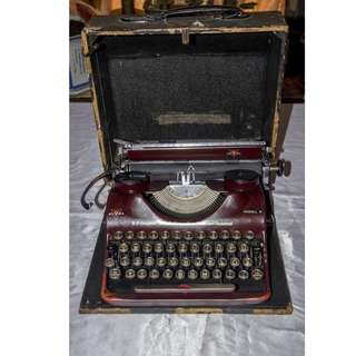 ANTIQUE VINTAGE GROMA GERMANY MECHANICAL TYPEWRITER
