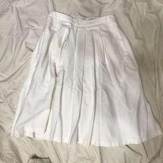 白色中長百褶裙