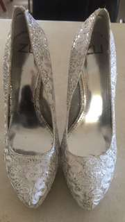 Zu heels
