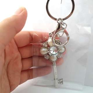 Elegabt crystal diamond flower keychain