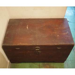 Family Antique: Fragrant Wooden Chest