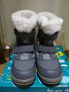 Winter time boot shoe