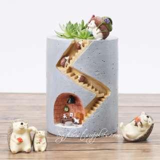 Planter Pot: Hedgehog Home Tree Hole Planter Resin Flowerpot