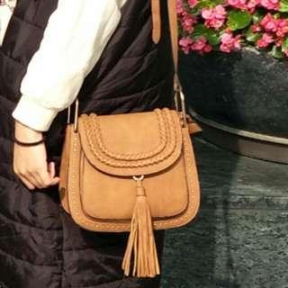 韓國咖啡色流蘇小包,麂皮材質,馬鞍形狀,#可換物#舊愛換新歡(換物價500)