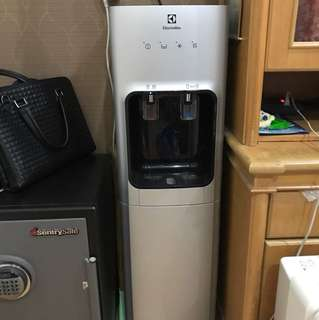 Dispenser electrolux silver galon bawah second