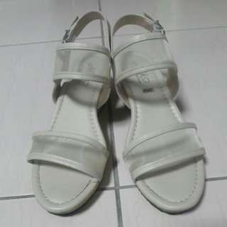🚚 米色楔型涼鞋
