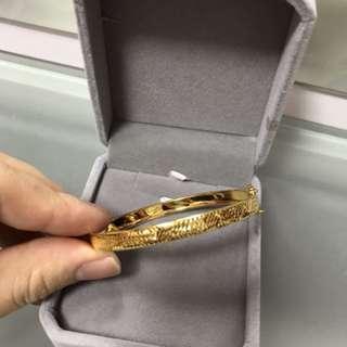 18k yellow gold bangle