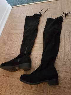 Black boots size 6 brand new