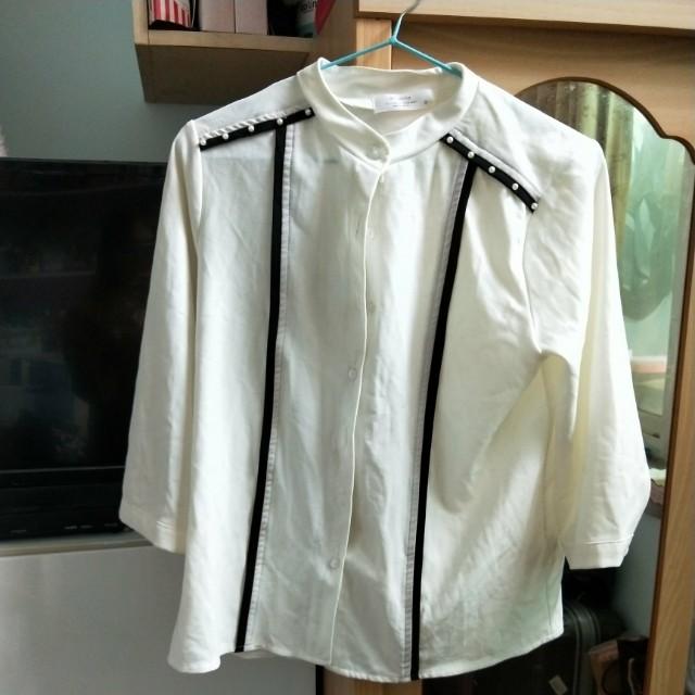 白色韓版襯衫上衣單排扣
