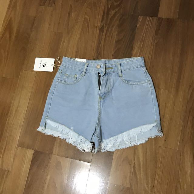 淺藍色高腰短褲