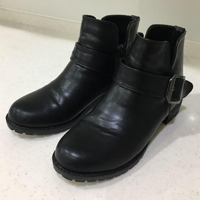 黑色矮跟靴 23號 免運