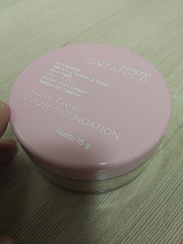Acne care loose foundation