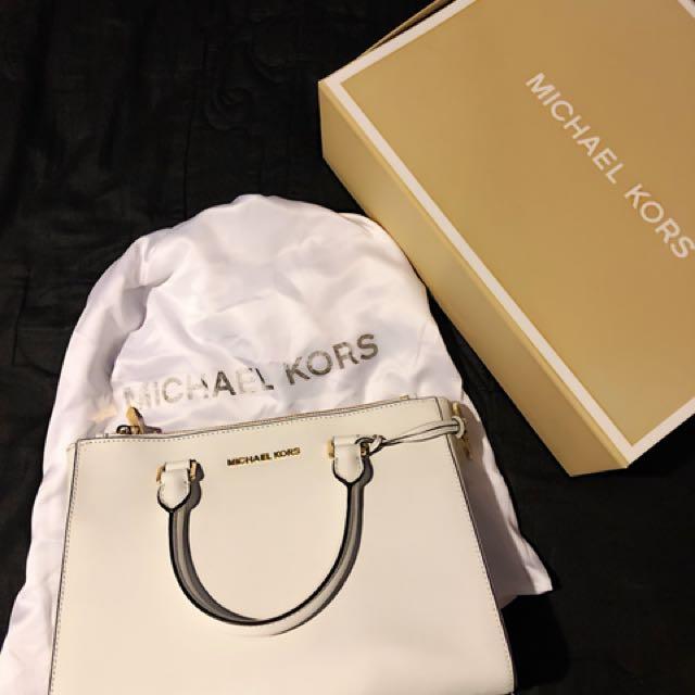 Authentic MK- Selma Saffiano Leather Medium Satchel