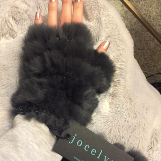 BNWT- never worn real rabbit fur mitts