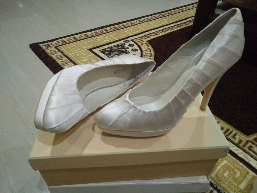 Brand new: Wedding shoes (Menbur)
