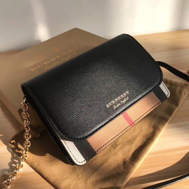 f6cb6e87e4c0 Burberry chain wallet
