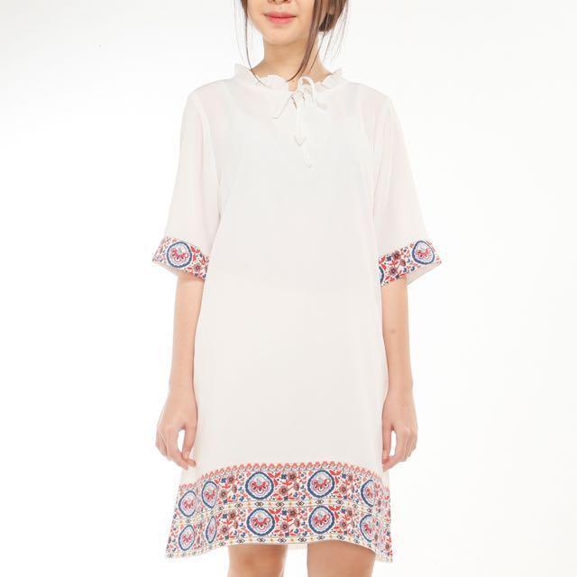 Dress white motif